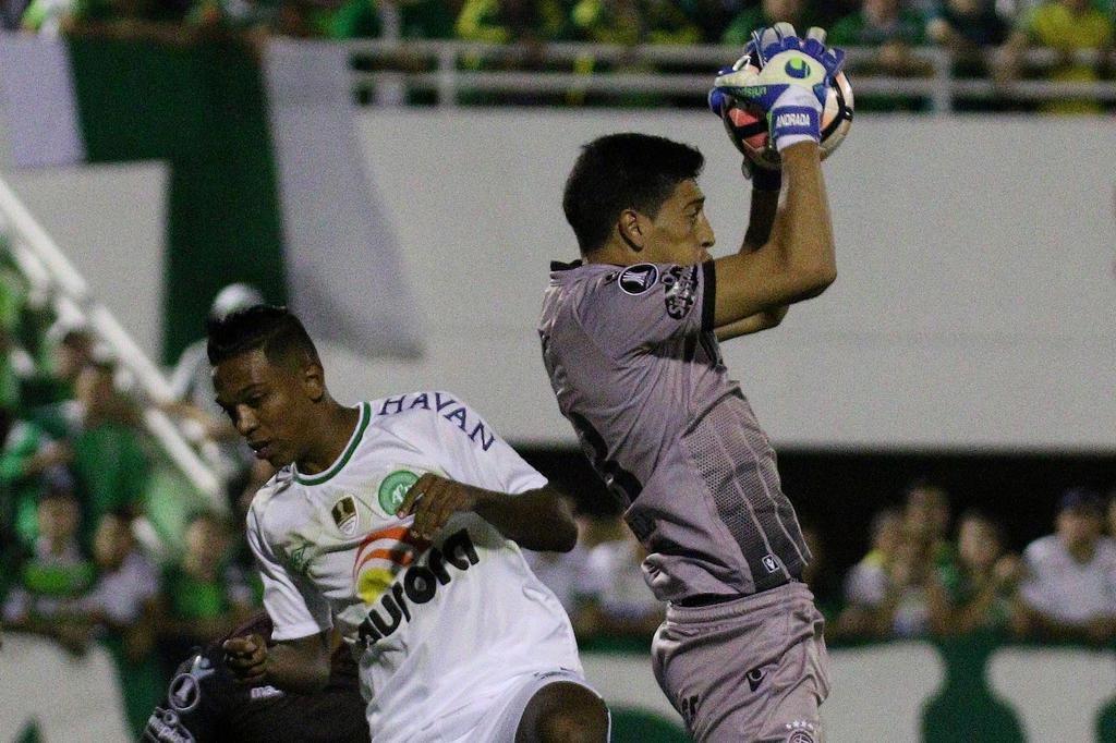 De virada, Lanús bate o River e está na final da Libertadores