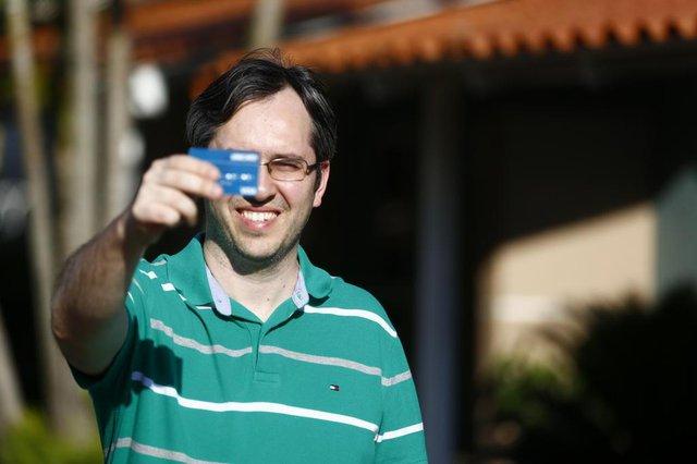 PORTO ALEGRE, RS, BRASIL, 30/10/2017: Heitor Vicari fala sobre como usar bem seu cartão de crédito, evitando dívidas e juros.