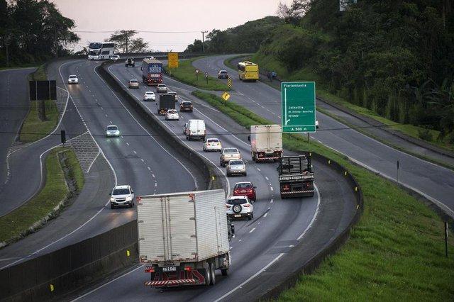 JOINVILLE, SC, BRASIL (01-11-2017) - Movimento de veículos na Br-101. (Foto: Maykon Lammerhirt, A Notícia)