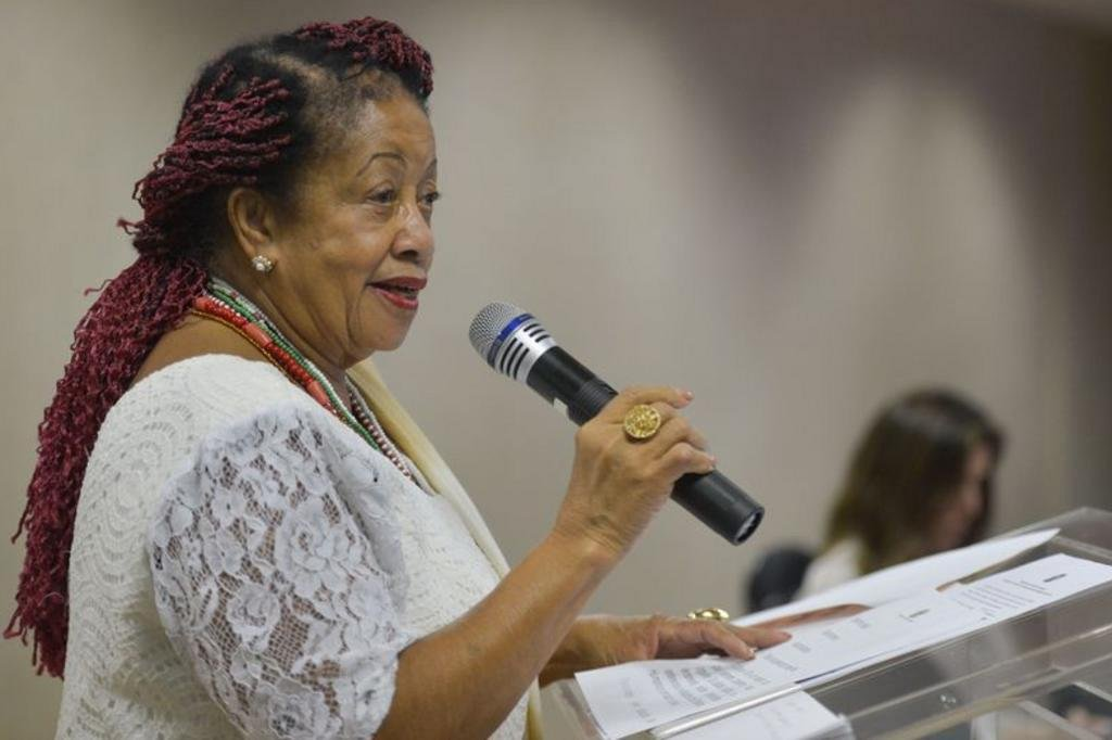 Ministra se sente 'escrava por ganhar apenas' R$ 30 mil mensais