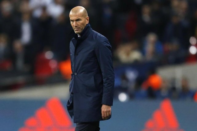 Real Madrids French coach Zinedine Zidane looks on during the UEFA Champions League Group H football match between Tottenham Hotspur and Real Madrid at Wembley Stadium in London, on November 1, 2017. / AFP PHOTO / IKIMAGES / Ian KINGTON