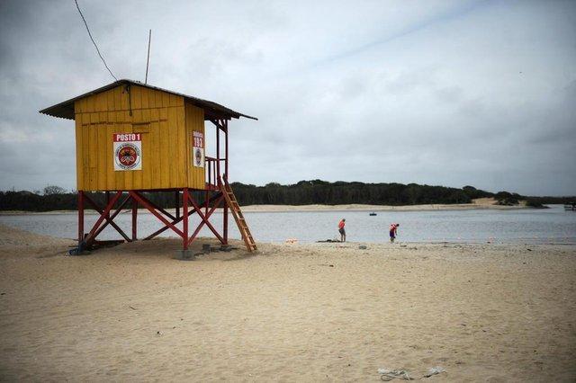 BALNEÁRIO BARRA DO SUL, SC, BRASIL (31-10-2017) - Praia da boca da barra no Balneário Barra do Sul. (Foto: Maykon Lammerhirt, A Notícia)