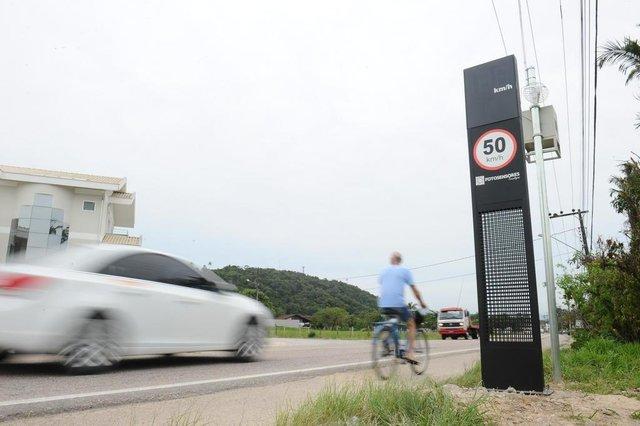 Gaspar - SC - Brasil - Lombada eletrônica instalada na rua Itajaí em Gaspar.