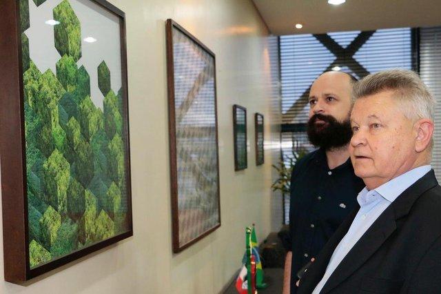 Marc Engler ganharam as paredes do gabinete do Prefeito de Joinville, Udo Döhler