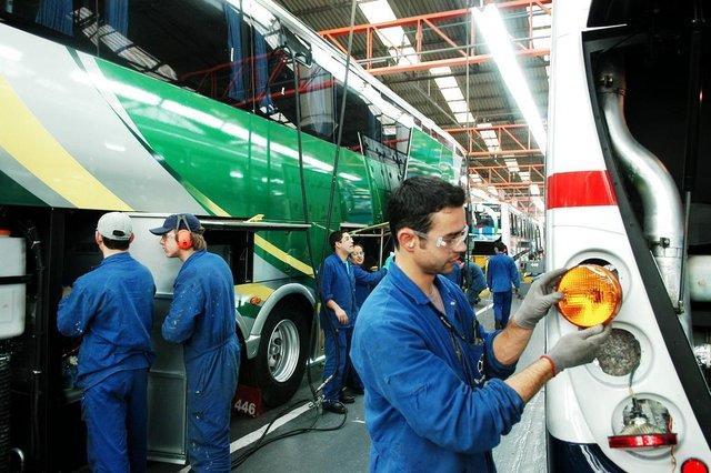 *** Empresa Marcopolo-RRigon ***Empresa Marcopolo. Funcionários da Marcopolo na produção de ônibus, na unidade de Ana Rech.