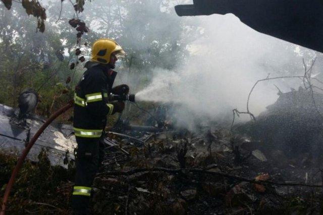 Avião cai na cidade de Goiás, e passageiros sobrevivem.