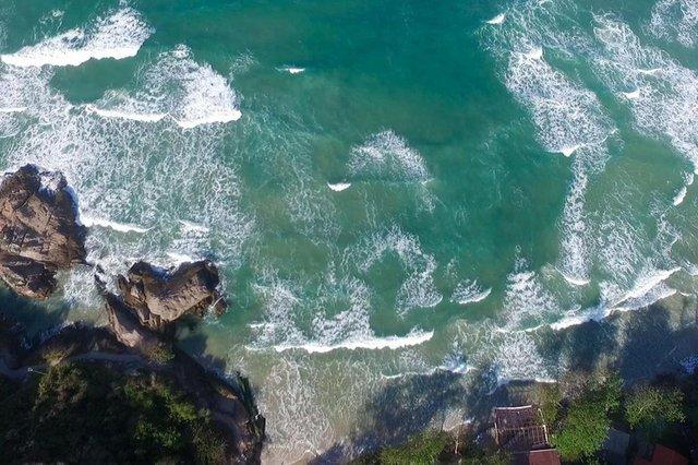 Vista da Praia do Mataderio depois  da ressaca que atingiu algumas praias da ilha.