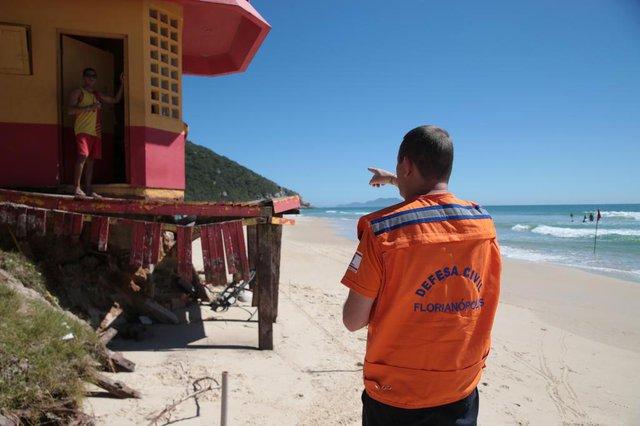 FLORIANÓPOLIS, SC, BRASIL, 14/11/2017: Prefeitura inicia obras dos estragos das ressacas. Na foto: Praia Brava.(Foto: CRISTIANO ESTRELA / DIÁRIO CATARINENSE)
