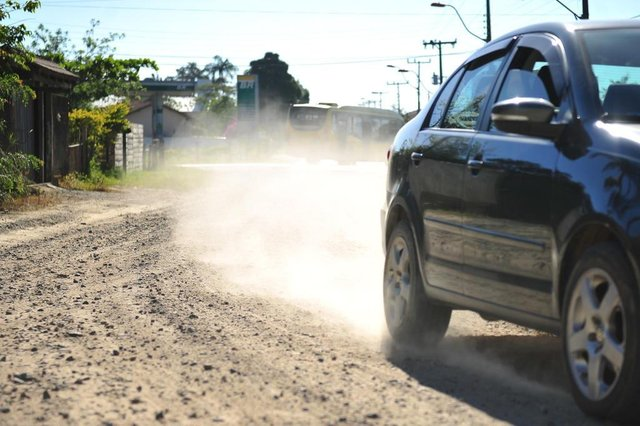 JOINVILLE,SC,BRASIL,17-11-2017.Teste AN nas Ruas, teste AN foi averiguar a situação da rua Minas Gerais.Mais ou menos 100m para conclusão de asfalto.(Foto:Salmo Duarte/A Notícia)