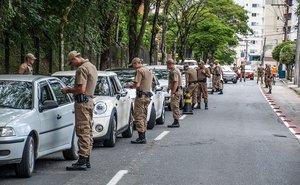 Blitz de trânsito com 29 policiais em Blumenau (Agência RBS/Pancho / Agência RBS)