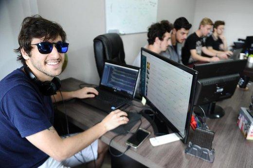 Aos 22 anos, Júlio Muller realizou o sonho profissional incentivado por um projeto local (Jornal de Santa Catarina/Patrick Rodrigues)