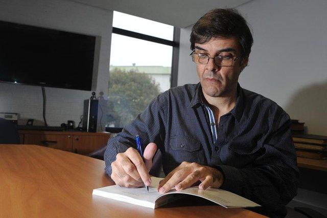CAXIAS DO SUL, RS, BRASIL 27/05/2016O escritor Gustavo Côrtes lança o livro 1965 E.C. Juventude 50 anos de uma Conquista Histórica (Felipe Nyland/Agência RBS)