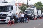 Empresa contratada pela prefeitura de Santiago para a coleta de lixo, a Ansus, apresenta os 3 novos caminhões do serviço (Prefeitura de Santiago/Márcio Brasil)