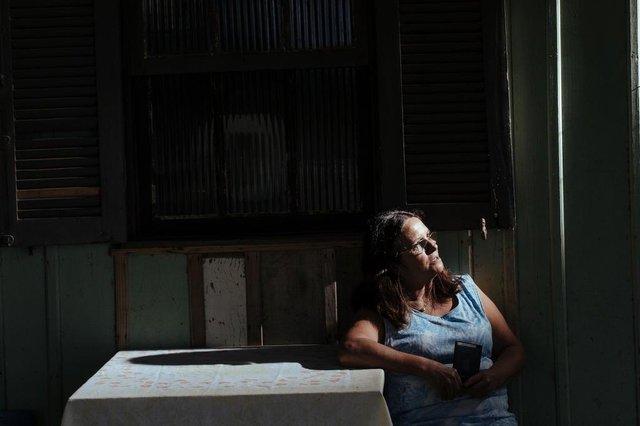 MORRO GRANDE, SC, BRASIL: Com o fechamento de uma empresa da JBS na cidade de Morro Grande, trabalhadores, terceirizados e parceiros da empresa ficam sem a fonte de renda. A empresa representava 60 por cento da fonte de renda do municipio. Eva Martinha Mateus Genuíno, 55 anos (Foto: Diorgenes Pandini/Diario Catarinense)Editoria: FotLocal: FlorianópolisIndexador: Diorgenes PandiniFonte: Diario CatarinenseFotógrafo: Fotojornalista