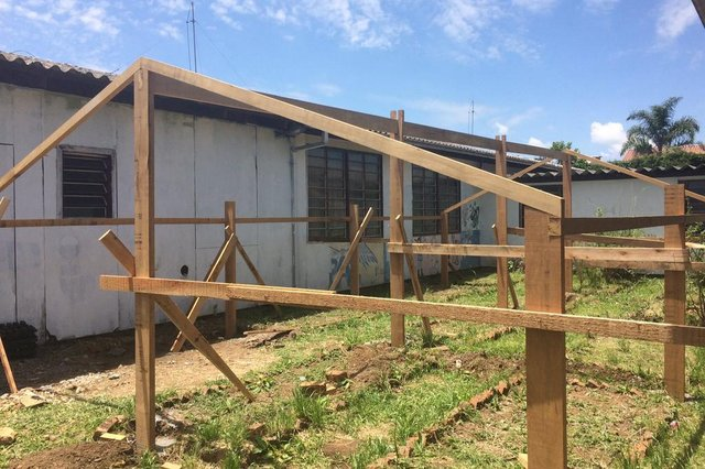 Comunidade escolar se une para construção de horta e revitalização de muros na Escola Ester Benvenutti, em Caxias do Sul