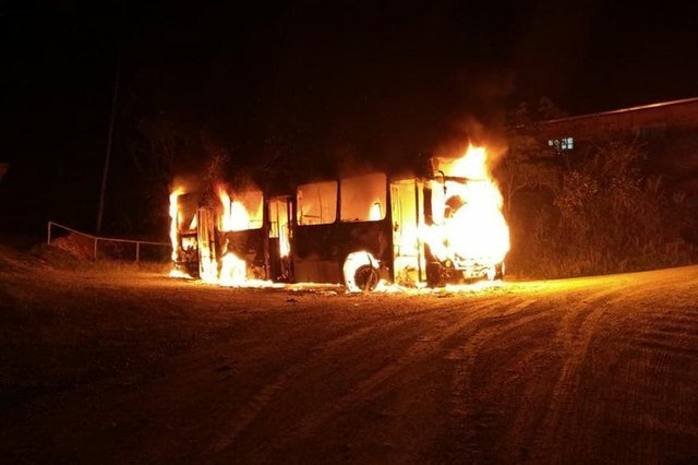 Ônibus incendiado no Progresso