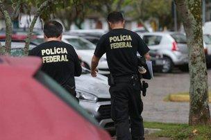 Policiais federais cumpriram mandados na UFSC em setembro do ano passado (Diário Catarinense/Cristiano Estrela)