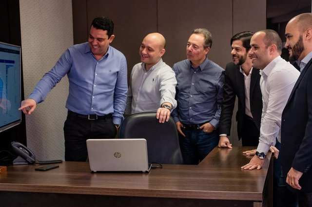 Crédito: Tóia Oliveira,O presidente da holding Unike,  Marcelo Vieira, expõe ao grupo gestor os índices de crescimento das três plataformas da empresa.