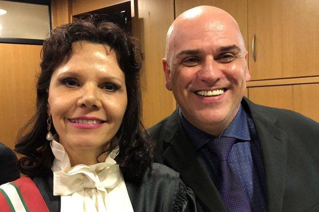 A nova presidente do Tribunal Regional do Trabalho de Santa Catarina, a desembargadora Mari Eleda Migliorini, recebeu, entre os inúmeros convidados, o amigo de longa data Carlos Roberto Köhler, na posse em Florianópolis.