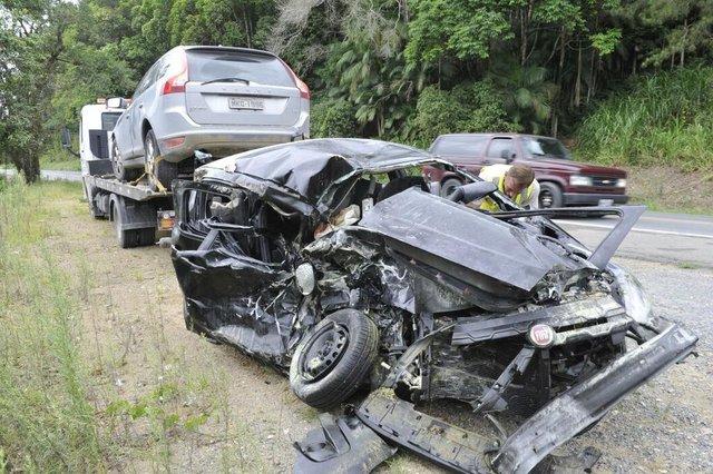 Acidente com três carros na SC-421 entre Blumenau e Pomerode deixa um ferido