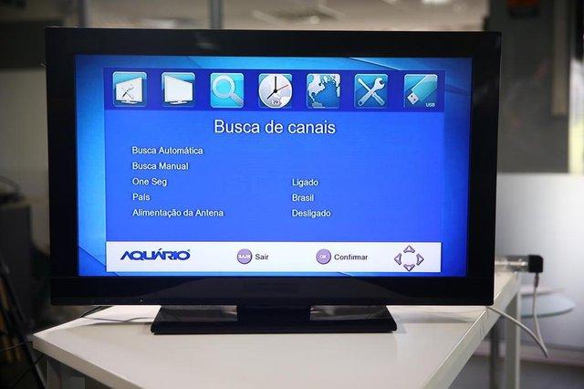 PORTO ALEGRE, RS, BRASIL, 16-11-2017.  Passo a passo para instalação da TV Digital. (FELIPE NOGS/AGÊNCIA RBS)
