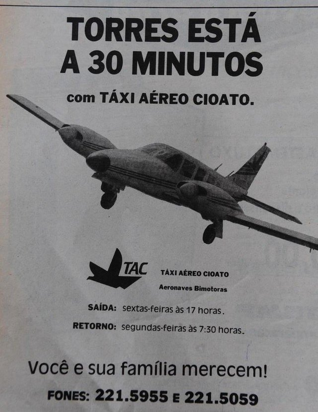 CAXIAS DO SUL, RS, BRASIL  (01/01/2017). Estrada Rota do Sol em 1992. O advogado Marcus Gravina  integrou a comitiva  da CIC de Caxias do Sul que elaborou um vídeo documental para a real situação da Serra do Pinto, em 06 de fevereiro de 1992. NA FOTO, AVIÃO DA CIOATO, EM ANÚNCIO DE 11 DE FEVEREIRO DE 1992.  (Roni Rigon/Pioneiro).