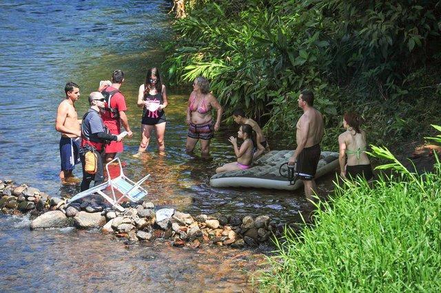 JOINVILLE, SC, BRASIL, 06/01/2018  Bombeiros fazem rondas pelos rios de Joinville para orientar banhistas nos rios de Joinville