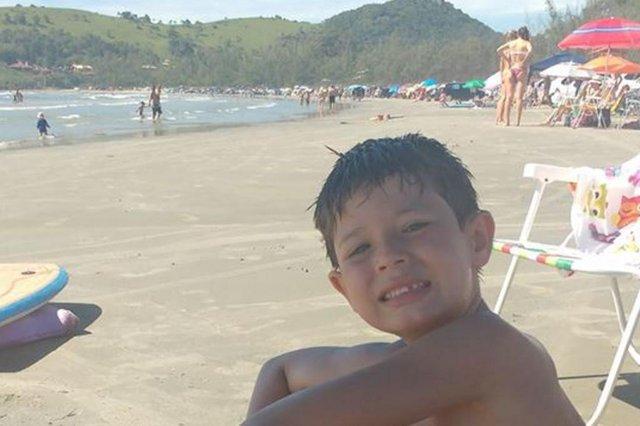 Criança morre após explosão de foguete em praia na Grande Florianópolis