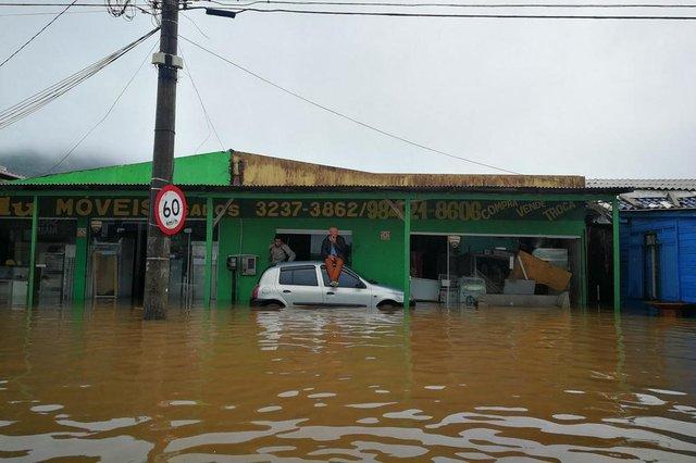 FLORIANÓPOLIS, SC, BRASIL, 11/01/2018: luis Carlos plásto, 50.. ha 15 anos nunca pegou uma enchente assim. Perdeu tudo ...(FOTO: BETINA HUMERES / DIÁRIO CATARINENSE)