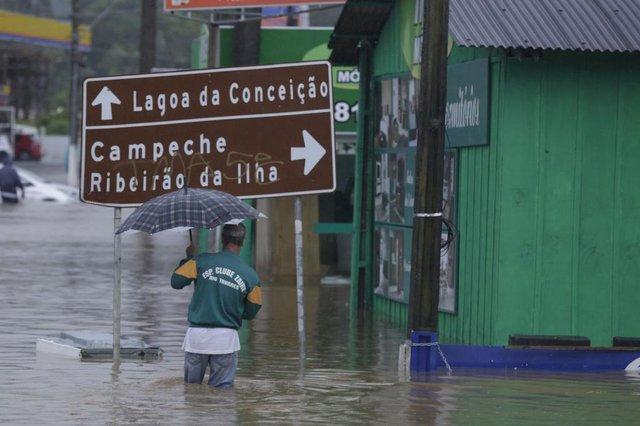 FLORIANÓPOLIS, SC, BRASIL, 11/01/2018: Alagamentos na SC405.(Foto: DIORGENES PANDINI)