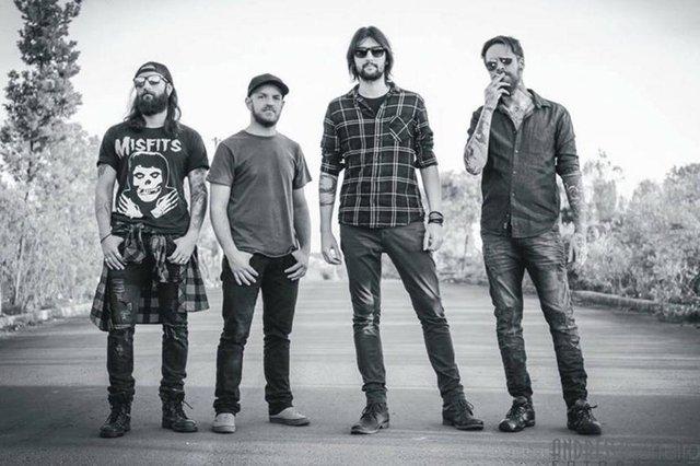 A banda KazaBlanka sobe ao palco do Motorcycles Pub, para tocar clássicos nacionais e internacionais do rock.