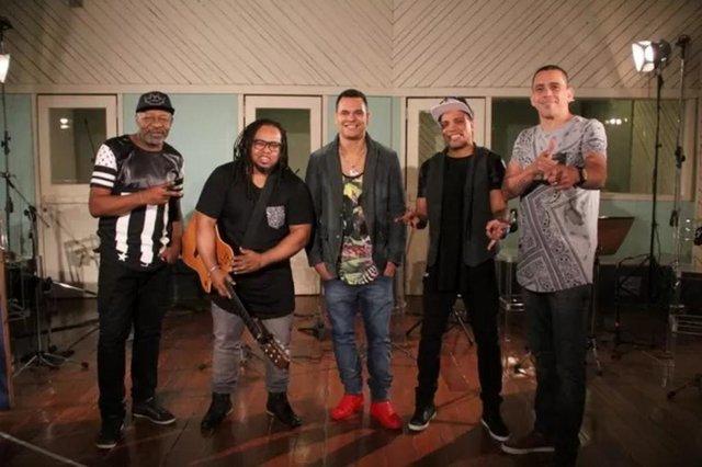 O grupo Revelação já entrou no estúdio para preparar um novo álbum para seus fãs e o CD já vem com uma novidade: o vocalista Davi Pereira. Almirzinho, filho do sambista Almir Guineto, chegou a integrar o grupo depois da saída de Xande de Pilares.
