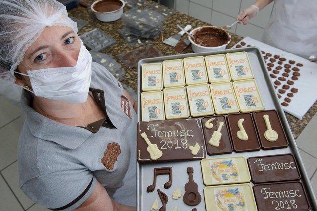 JARAGUÁ DO SUL, SC, BRASIL, 11-01-201814ª Edição do Femusc em Jaraguá do Sul, começa no dia 14, em Jaraguá. Na foto:  Giovana Hornburg da Casa do Chocolate. Eles produzem chocolates e lembranças personalizadas sobre o Femusc