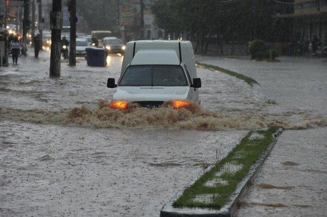 Blumenau - SC - Brasil - 16012018 - Chuva forte no centro de Blumenau.