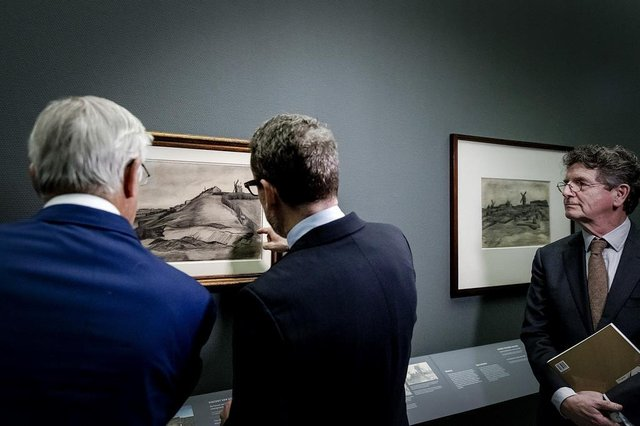 Dutch businessman John Fentener van Vlissingen (L) and the director of the Van Gogh Museum Axel Ruger (C), unveil a new drawing attributed to Van Gogh, entitled The hill of Montmartre with quarries (L) (De heuvel van Montmartre met steengroeve) and The hill of Montmartre (De heuvel van Montmartre), both dating from 1886, at the Singer Museum in Laren, on January 16, 2018.Called The hill of Montmartre with quarries, Van Goghs monochrome drawing dates from 1886 when the Dutch master lived in Antwerp and Paris where he worked at the studio of leading French historical painter Fernand Cormon. For many years Montmartre with quarries sat unnoticed in a private collection until it was brought to the Van Gogh Museum in 2013 for authentication, the Amsterdam-based Van Goghs senior researcher said. / AFP PHOTO / ANP / Robin van Lonkhuijsen / Netherlands OUTEditoria: ACELocal: LarenIndexador: ROBIN VAN LONKHUIJSENSecao: library and museumFonte: ANPFotógrafo: STR