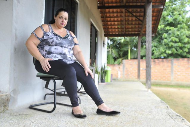 Blumenau - SC - Brasil - 24012018 - Filas da saúde: Valceli Zuave precisa de exame de ultrassom na perna
