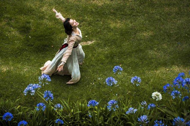 Elisabeta Benedito (Nathalia Dill) faz parte do elenco da nova novela das seis, Orgulho e Paixão