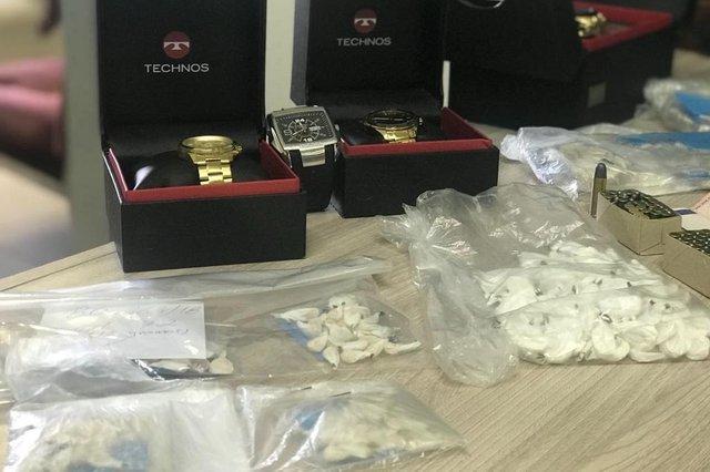 Ação da Polícia Civil apreende joias e 544 pedras de crack em Caxias do Sul