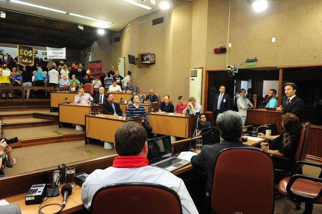 CAXIAS DO SUL, RS, BRASIL (01/02/2018). Legislativo Caxiense 2018. Presidente Alberto meneguzzi recebe a presença do prefeito Daniel Guerra na abertura do Legislativo de caxias do Sul, em 2018.  (Roni Rigon/Pioneiro).