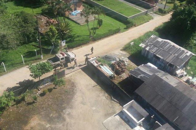 PIRABEIRABA, SANTA CATARINA, BRASIL (06/02/2018): Homens levam veículo de luxo durante assalto e acabam presos pela polícia em Pirabeiraba