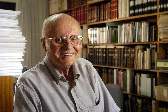 *** Mário Gardelin (Almir) ***Mário Gardelin.Colunista do jornal Pioneiro.