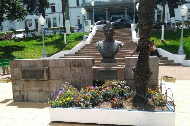 Busto de Dom José Barea, inaugurado em 1966, no jardim do Hospital Pompéia, na Avenida Júlio de Castilhos