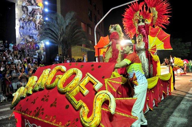 JOINVILLE,SC,BRASIL,10-02-2018.Desfile de Carnaval 2018,avenida Beira Rio.Ronaldo Adriano Tavares Barbosa,manobrista do carro da dragoes do samba.(Foto:Salmo Duarte/A Notícia)