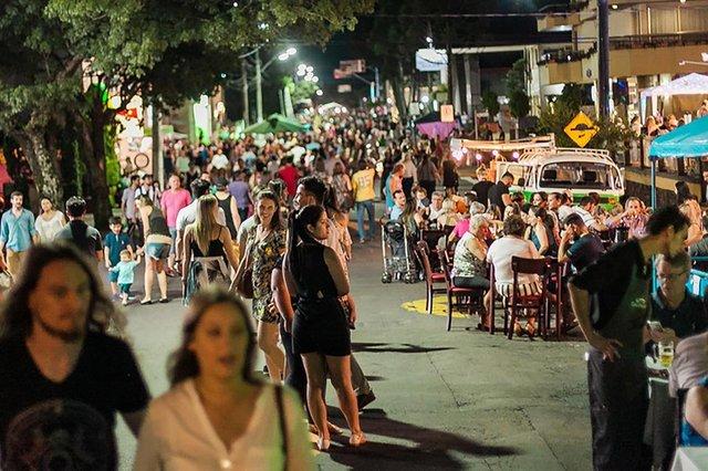Na edição de 2017, cerca de seis mil pessoas prestigiaram o Jantar Sob as Estrelas, em Bento GonçalvesCrédito: Natana Fontes