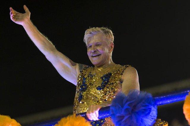 Brazilian TV, cinema and theatre actor, producer, writer and director Miguel Falabella performs with the Unidos da Tijuca samba school during the second night of Rios Carnival at the Sambadrome in Rio de Janeiro, Brazil, on February 12, 2018. / AFP PHOTO / Mauro PIMENTELEditoria: ACELocal: Rio de JaneiroIndexador: MAURO PIMENTELSecao: culture (general)Fonte: AFPFotógrafo: STF