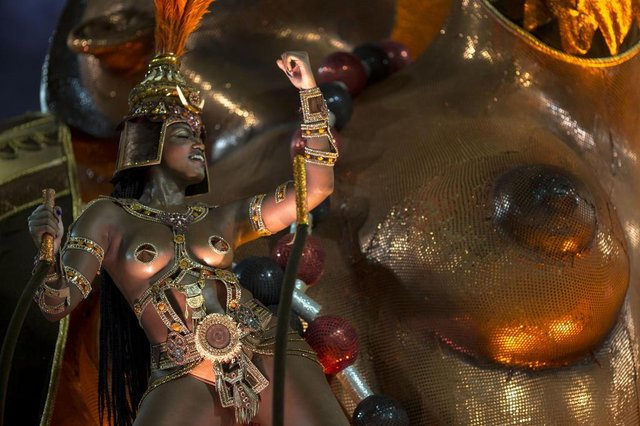 "A reveller of the Salgueiro samba school performs during the second night of Rio's Carnival at the Sambadrome in Rio de Janeiro, Brazil, on February 13, 2018. / AFP PHOTO / Mauro PIMENTEL / ""The erroneous mention appearing in the metadata of this photo by Mauro PIMENTEL has been modified in AFP systems in the following manner: Salgueiro instead of Imperatriz Leopoldinense. Please immediately remove the erroneous mention from all your online services and delete it  from your servers. If you have been authorized by AFP to distribute it to third parties, please ensure that the same actions are carried out by them. Failure to promptly comply with these instructions will entail liability on your part for any continued or post notification usage. Therefore we thank you very much for all your attention and prompt action. We are sorry for the inconvenience this notification may cause and remain at your disposal for any further information you may require.""Editoria: ACELocal: Rio de JaneiroIndexador: MAURO PIMENTELSecao: culture (general)Fonte: AFPFotógrafo: STF"