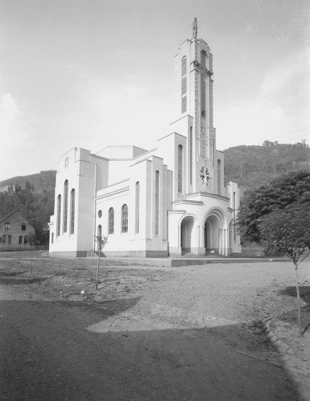 Igreja Matriz de Galópolis Nossa Senhora do Rosário de Pompéia, à epoca de sua inaiguração, em março de 1947.
