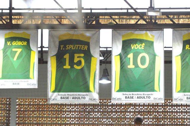Blumenau - SC - Brasil - 19022018 - Tiago Splitter anuncia aposentadoria, camisa em sua homenagem no clube Ipiranga em Blumenau.