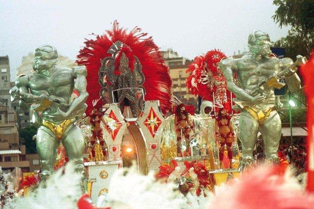 Foto do desfile da Escola de Samba Imperadores do Samba, vice-campeã do carnaval 99, de Porto Alegre.#PÁGINA: 5#ENVELOPE: 231894#EDIÇÃO: 2ª