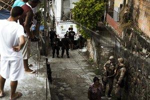 Morto durante a ação, Elvis Rocha da Silva foi apreendido com uma arma e encaminhado ao Instituto Geral de Perícias (IGP) (Diário Catarinense/Felipe Carneiro)